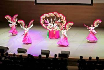 市民が韓国文化を楽しんだ「ハンガウィ祭り」=13日、新潟市中央区