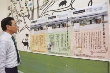 駅舎の待合所に展示される懐かしの思い出はがき(和歌山県上富田町朝来で)