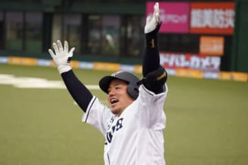 6回に42号ソロ本塁打を放った西武・山川穂高【写真:荒川祐史】