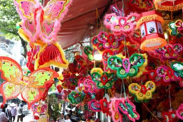 中秋節ムードいっぱい!色とりどりのベトナムの街角