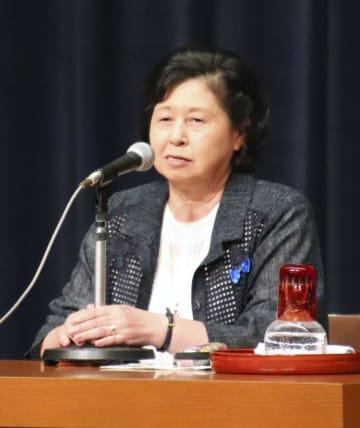 講演で北朝鮮での生活を振り返る曽我ひとみさん=14日午後、新潟県柏崎市