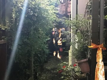 鶴見区潮田町1丁目の火災現場