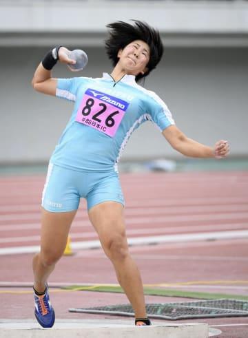 女子砲丸投げ 16メートル21で優勝した郡菜々佳=岐阜長良川競技場