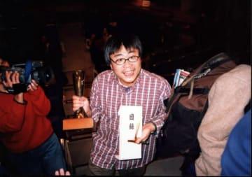 第6回のアジア千波万波部門で見事、小川紳介賞を受賞した『ハイウェイで泳ぐ』(1998)の呉耀東監督。(写真:山形国際ドキュメンタリー映画祭)