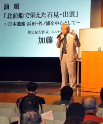 北前船の歴史的意義や外ノ浦との関わりについて話す加藤さん
