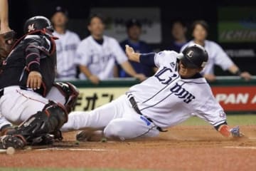際どいプレーも多いプロ野球。山崎氏はリクエスト制度は「なくなってほしい」と話す。【写真:荒川祐史】