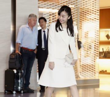 オーストリアとハンガリーを公式訪問するため、羽田空港を出発される秋篠宮家の次女佳子さま=15日午前