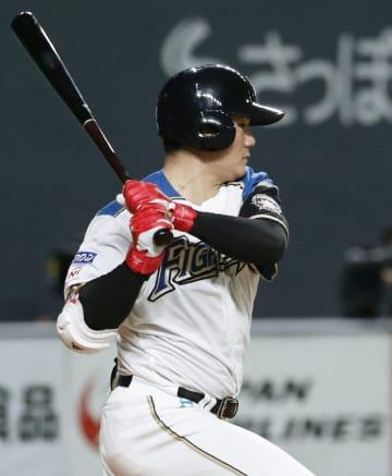 8回日本ハム1死満塁、清宮が右前に2点打を放つ=札幌ドーム