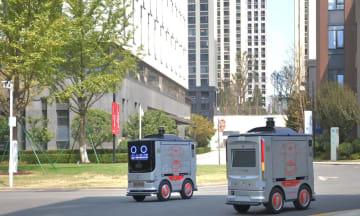 京東物流の無人配送車、時速6キロでスマート走行
