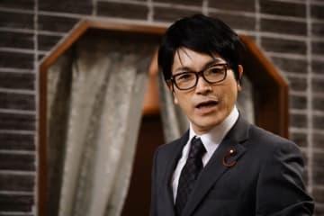 パッと見、わからなかった~! 議員役のROLLY - (C) 2019フジテレビ 東宝