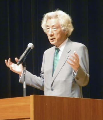 講演する小泉純一郎元首相=15日午後、茨城県日立市