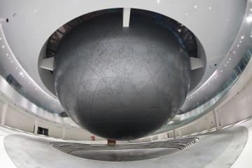 天文機器のような形の上海天文館、初点灯で中秋節祝う