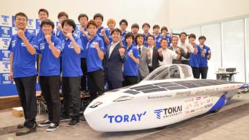 「ブリヂストン・ワールド・ソーラー・チャレンジ」で3大会ぶりの優勝を目指す東海大学のソーラーカーチーム=平塚市の同大湘南キャンパス