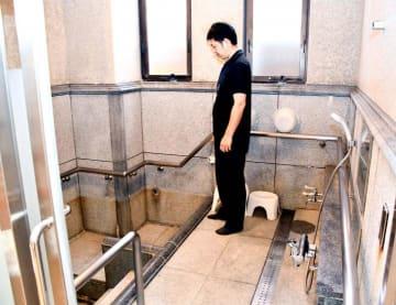 浴室などに手すりがあり重度の身体障害者らが入浴できる「いこいの家」=11日午前、松山市道後湯之町