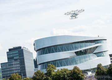 ダイムラーがメルセデスベンツ博物館で行った空飛ぶタクシーのデモ飛行