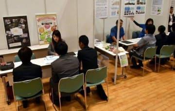 県内の企業や団体が障害者雇用に関する取り組みを紹介したフォーラム