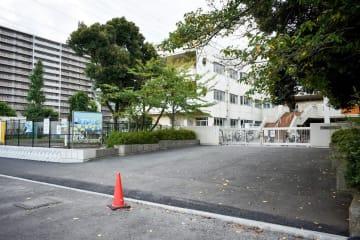 近隣でマンション建設が相次ぎ、児童数が増えている海老名市立今泉小学校=同市上今泉