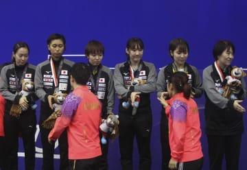 アジア選手権2019インドネシア 女子団体表彰式 写真:AP/アフロ