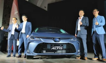 (Left to Right) PT Toyota Astra Motor Finance and Administration Director Darmawan Widjaja, TAM Marketing Director Kazunori Minamide, TAM President Director Yoshihiro Nakata and TAM Marketing Director Anton Jimmi Suwandy pose at a launch event for th