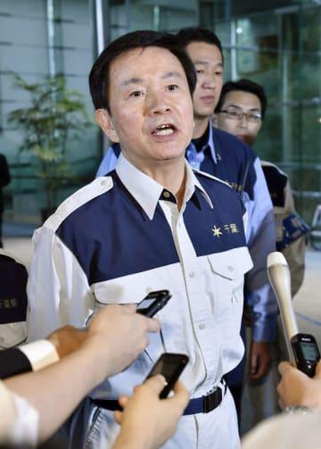 安倍首相と面会後、取材に応じる千葉県の森田健作知事=18日午後、首相官邸