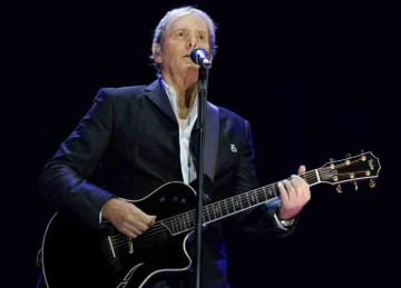 Michael Bolton performs on stage during Las Noches Del Botanico at the Royal Botanical Garden of Alfonso XIII on July 11, 2019 in Madrid, Spain. (Oscar Gonzalez/WENN.com)
