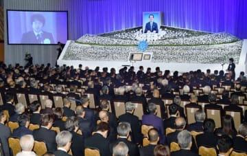 約1600人が参列して営まれた中国新聞社の山本治朗前社主兼会長のお別れの会(広島市中区)