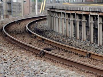 列車にはねられ女性死亡