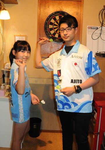 ダーツW杯にユース日本代表として出場、ミックスダブルスではペアを組む中村さん(右)と井出さん