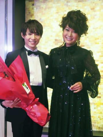 イベントに登場したはるな愛(右)と山上佳之介=19日、東京都内