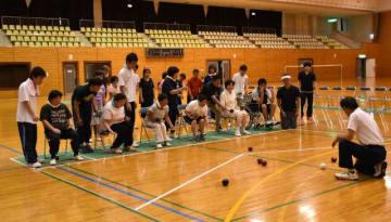 約50人がボッチャやオーバルボールに熱中した、高鍋町の障がい者スポーツ教室