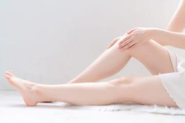 太ももはついているけど、両ひざから下とふくらはぎがつかない「ひざ下O脚」。この原因は骨盤のゆがみにあります。