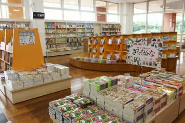 20日にオープンするくまざわ書店大分明野店の店内=19日、トキハインダストリーあけのアクロスタウン
