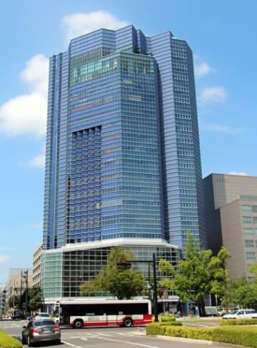 広島県の土地信託事業で建設された広島クリスタルプラザ(広島市中区)。多額の借金を抱えた事業は、県議会一般質問で論戦の柱の一つとなる