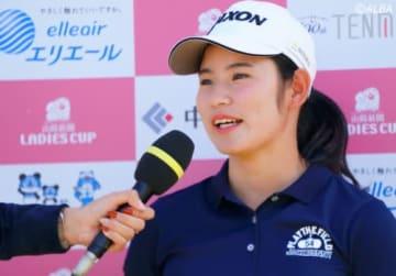 スカイAのインタビューに答える須江唯加(撮影:ALBA)