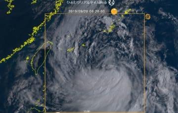 「台風17号の雲の様子(情報通信研究機構「ひまわりリアルタイムWeb」より)」