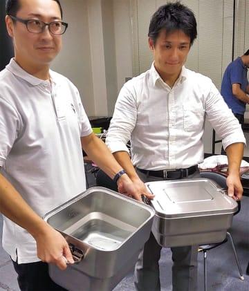 給食を保温して運ぶ「食缶」の例