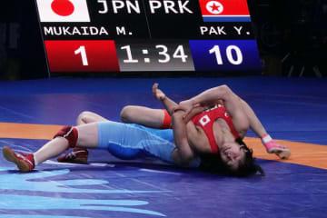 パク・ヨンミ(北朝鮮)の強烈なローリングを防げなかった向田真優