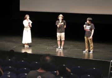 映画制作の秘話を語る上田慎一郎監督(中央)=長岡リリックホール