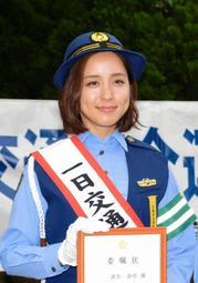 秋の全国交通安全運動で一日交通安全大使に任命された三木市出身の武田訓佳さん=神戸市中央区