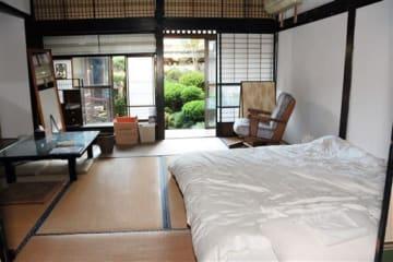 和室を活用した居住スペース。中庭に面している=宇城市