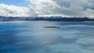 空から見たプモヨンツォ湖 チベット自治区