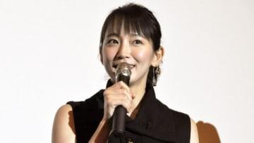 映画「見えない目撃者」の大阪先行上映会の舞台あいさつに登場した吉岡里帆さん