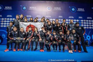 国別対抗得点優勝の女子チーム