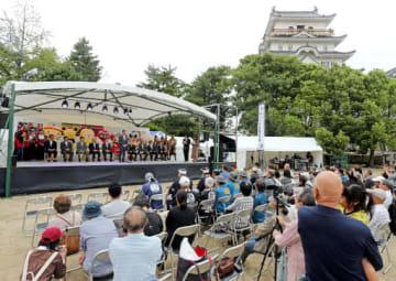 備後圏域各市町の首長たちを迎えて開幕した「備後入封400年祭」(撮影・井上貴博)