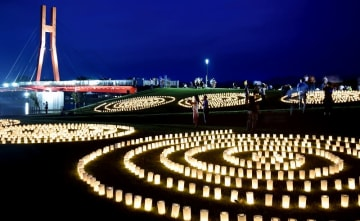 2017年に開かれた「観月の夕べ」=2017年9月9日、福井県あわら市の北潟湖畔