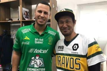 元中日、オリックスのマット・クラーク(左)と久保康友【写真:福岡吉央】