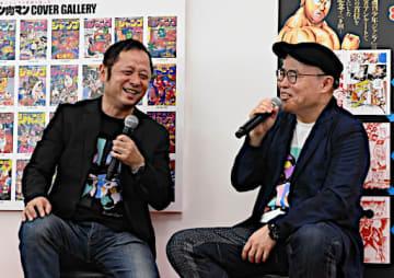 思い出話に花を咲かせる笑顔の嶋田さん(左)と中井さん=21日、大阪市阿倍野区のあべのハルカス