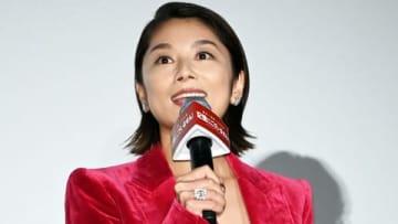 映画「記憶にございません!」の初日舞台あいさつに登場した小池栄子さん