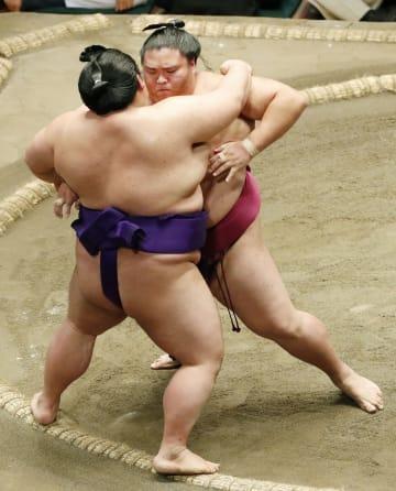 大相撲、関脇御嶽海が2度目優勝 決定戦制す、大関へ足掛かり 画像