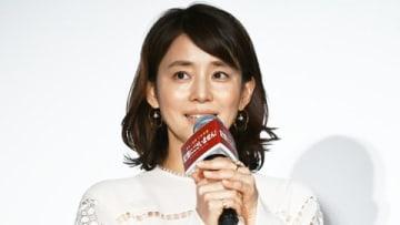 映画「記憶にございません!」の初日舞台あいさつに登場した石田ゆり子さん
